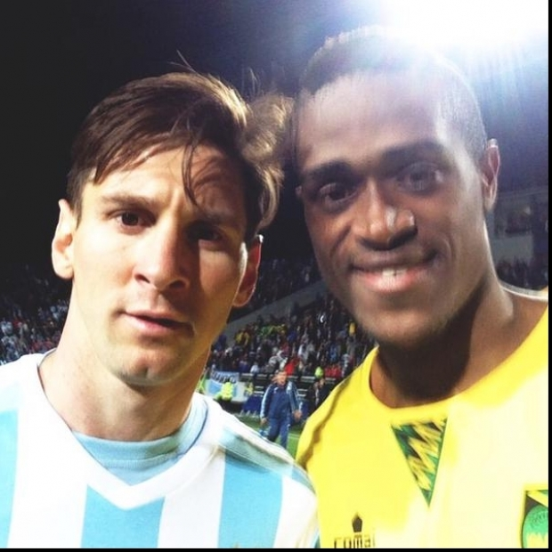 Deshorn Brown şi Lionel Messi