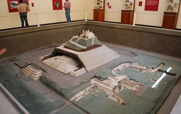 Model piramida Cholula