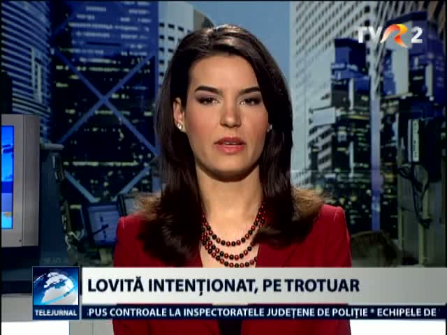 Lovita intentionat, pe trotuar