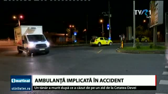 Ambulanță implicată în accident