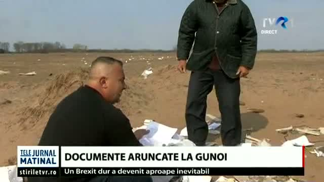 Documente aruncate la gunoi