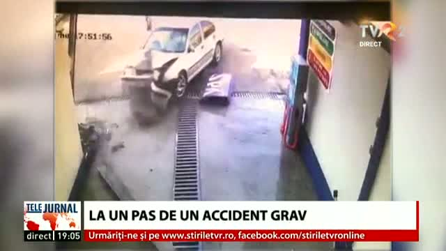 La un pas de accident