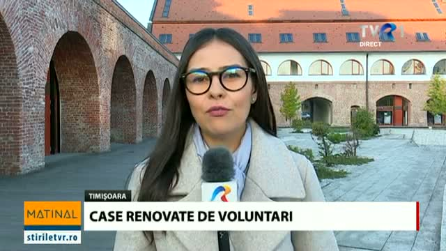 Voluntari care construiesc case la Timișoara