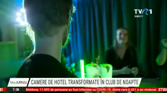 Club de noapte in camera de hotel